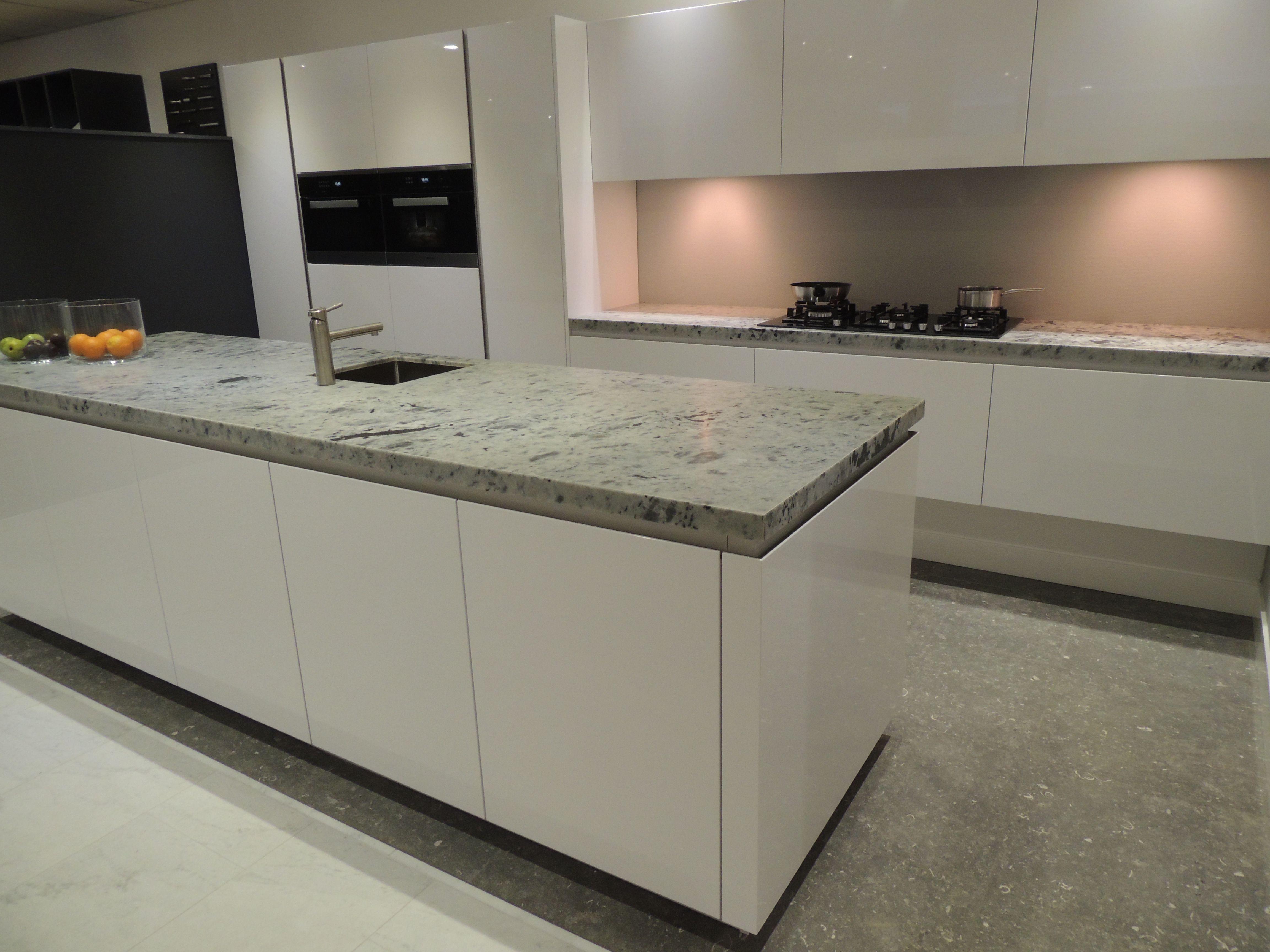 Ideen für mobile kücheneinrichtungen type tio hoogglans wit gespoten rational keuken nnbv