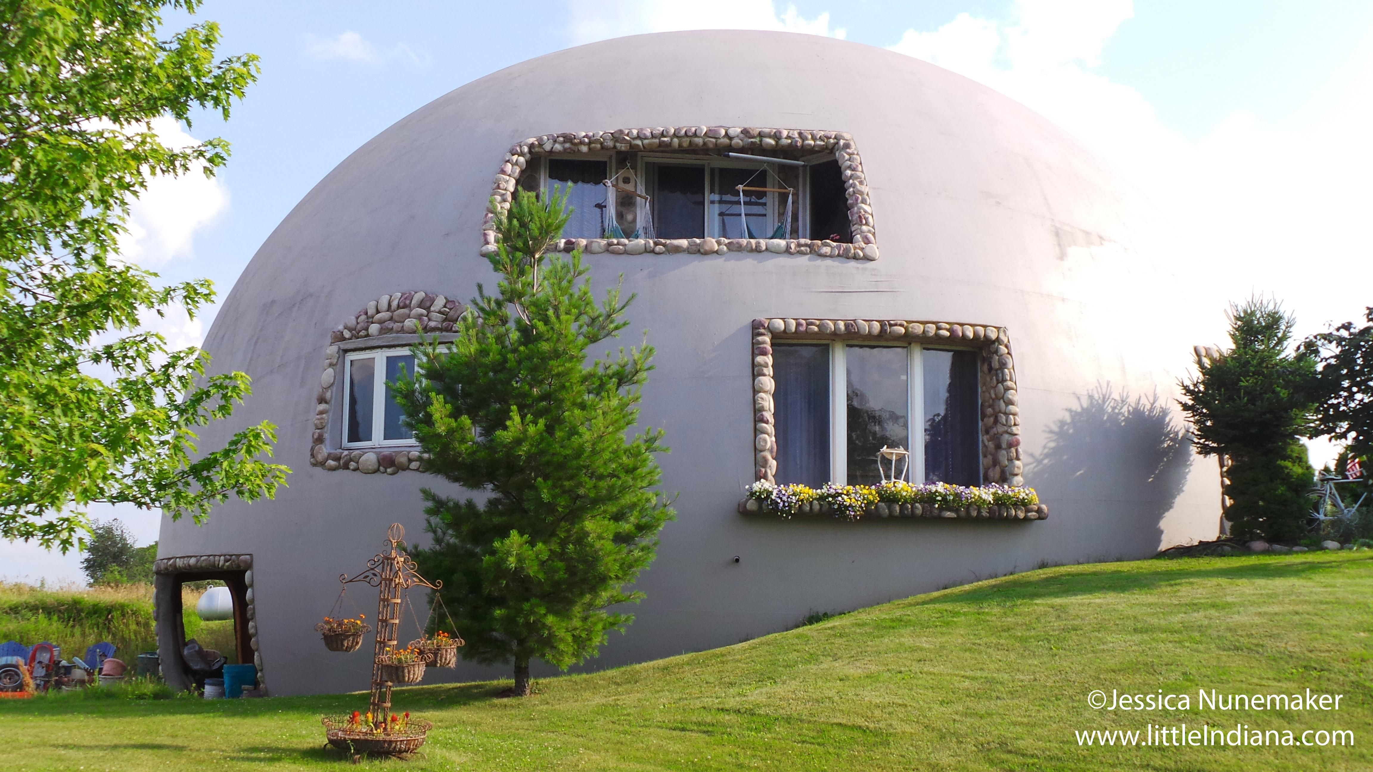 Pin By Paula Wilisoni On Domes Dome House Dome Home Monolithic Dome Homes