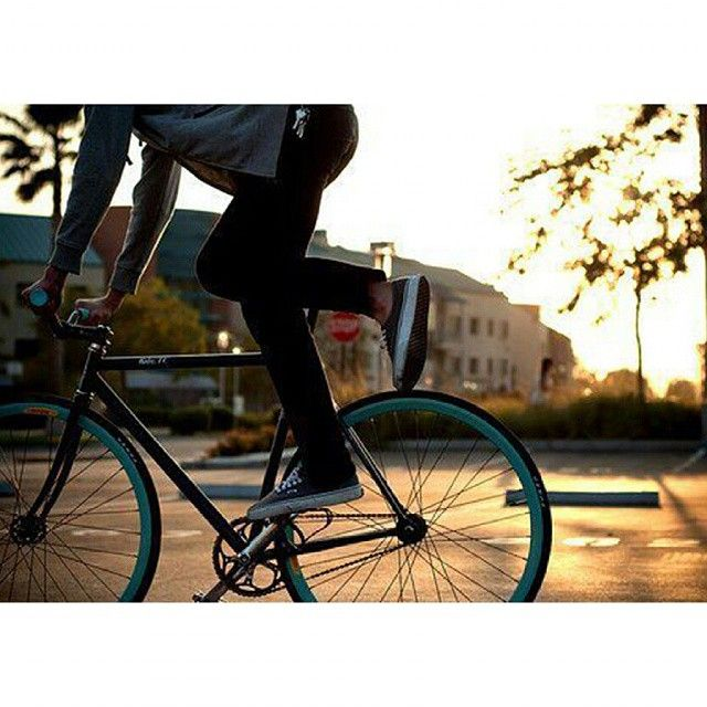 I miss the beautiful summer rides #Tricks #Rides #Summer #Sunset #Biking #Velo #Fixedgear #Singlespeed #Thebikemsg