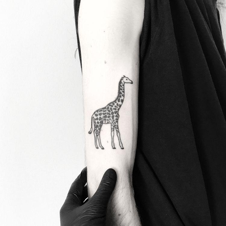 50 Minimalist Hand Poke Tattoo Designs By Pokeeeeeeeoh Giraffe