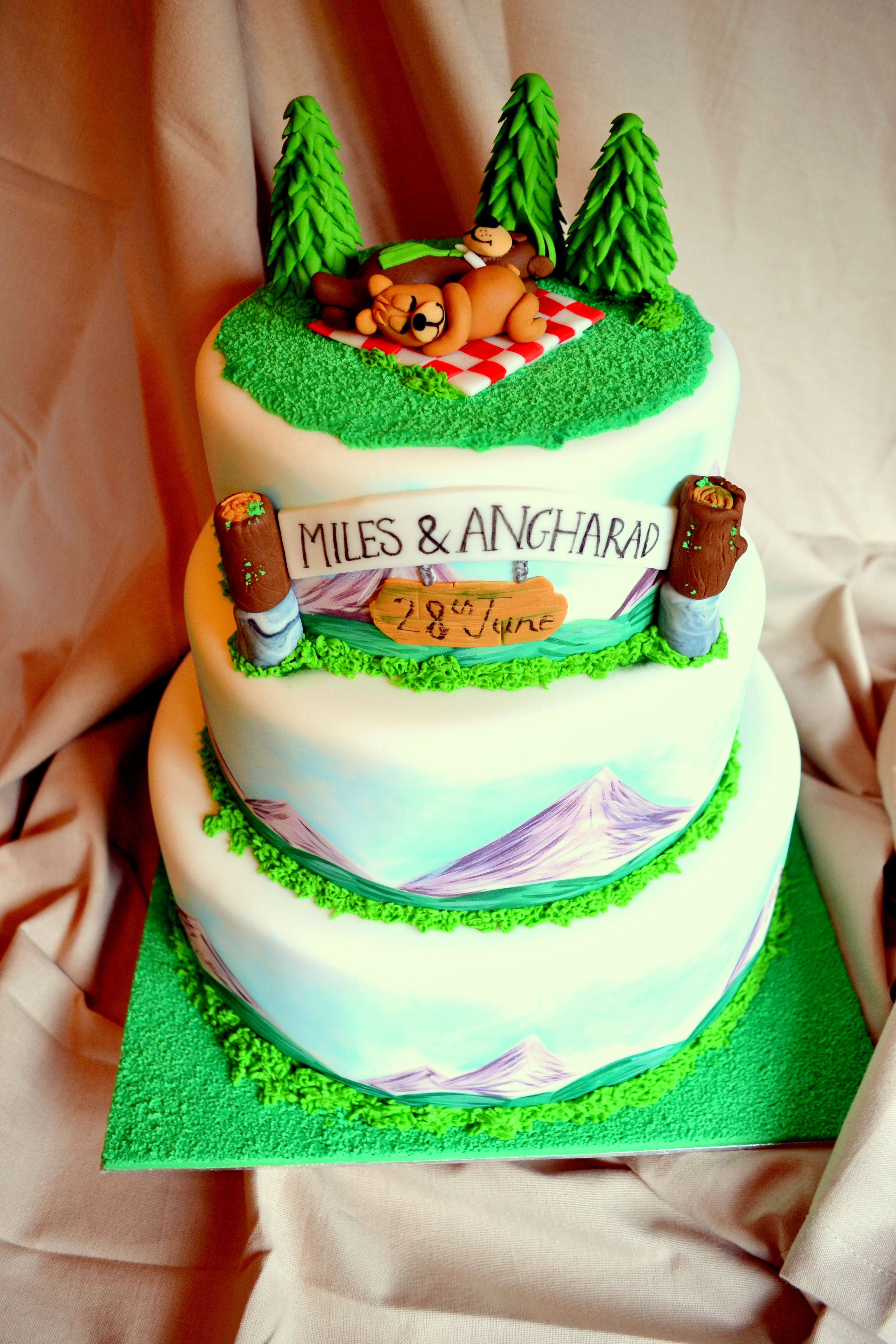 Yogi Amp Boo Boo Bear Wedding Cake