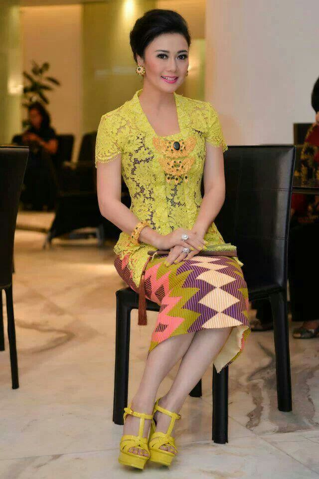 Love yellow kebaya