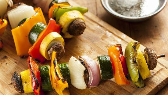 Spiedini di verdura e alternativa con tofu