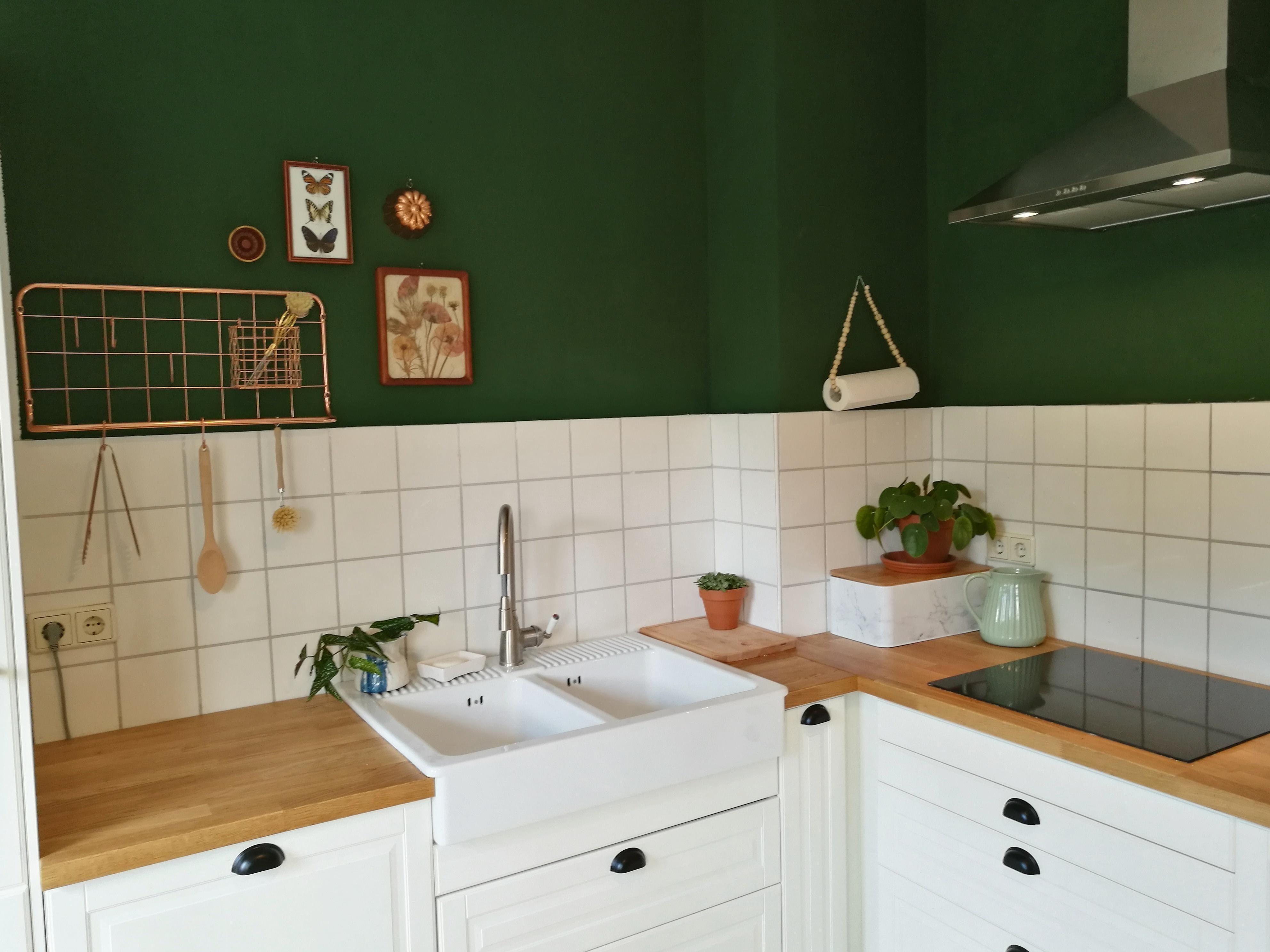 Grun Meets Kupfer In Der Kuche Von Mitglied Ma123rie Trifft Grune Wandfarbe Green Meets Cop In 2020 Green Kitchen Walls Kitchen Interior Dark Green Kitchen