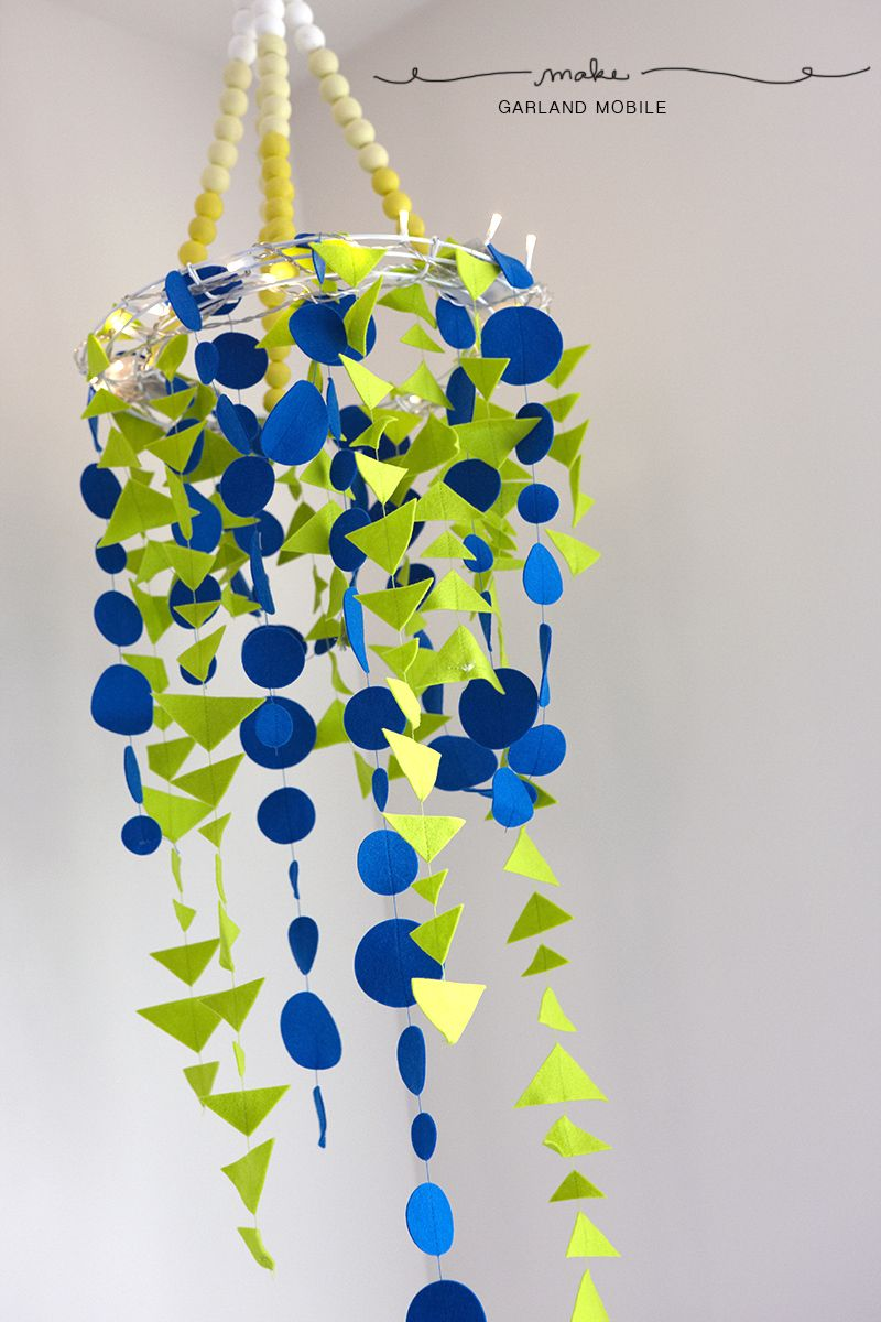 cheerful DIY garland mobile.