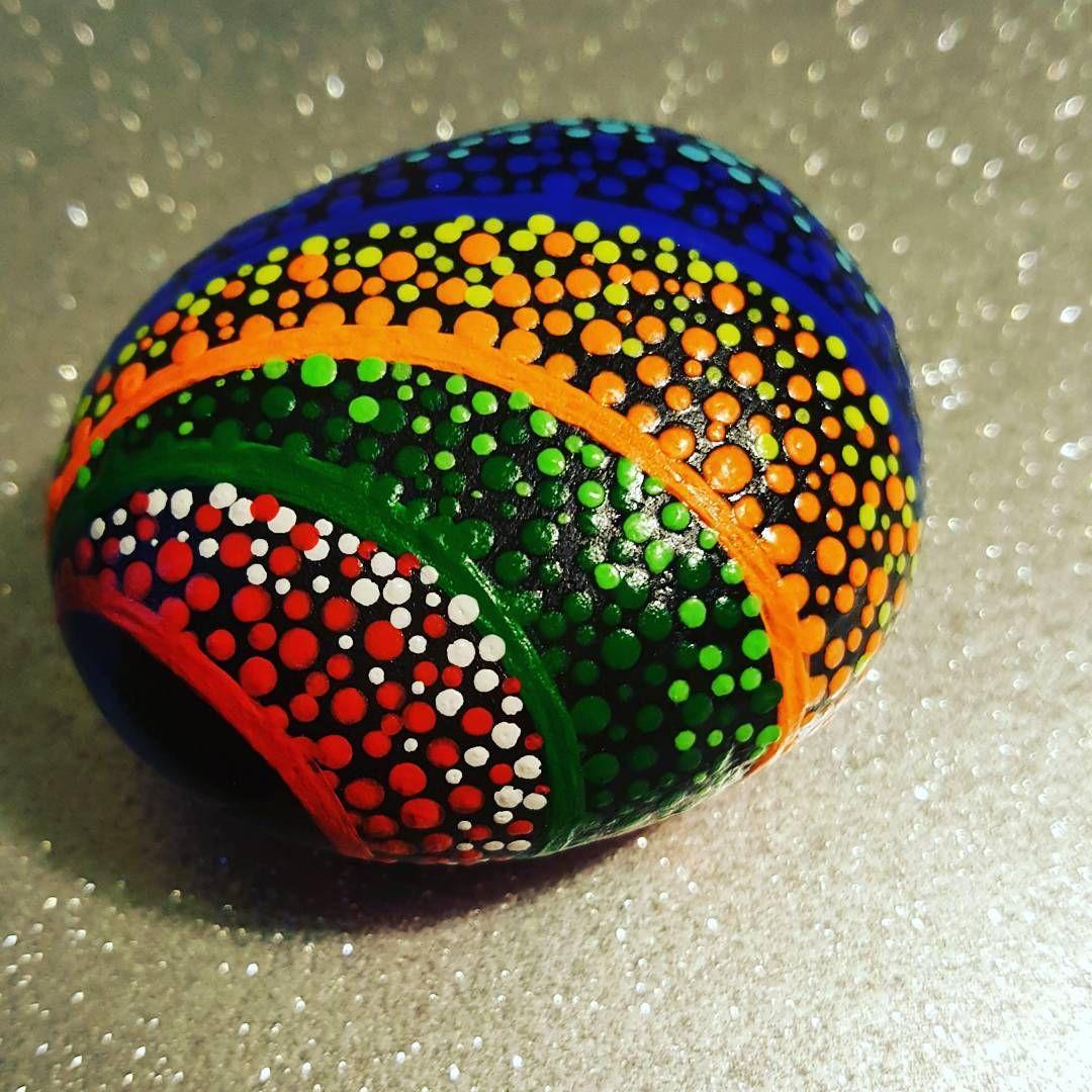 Pin de ang lica maciel en rocas decoradas pinterest for Jardineria exterior con guijarros