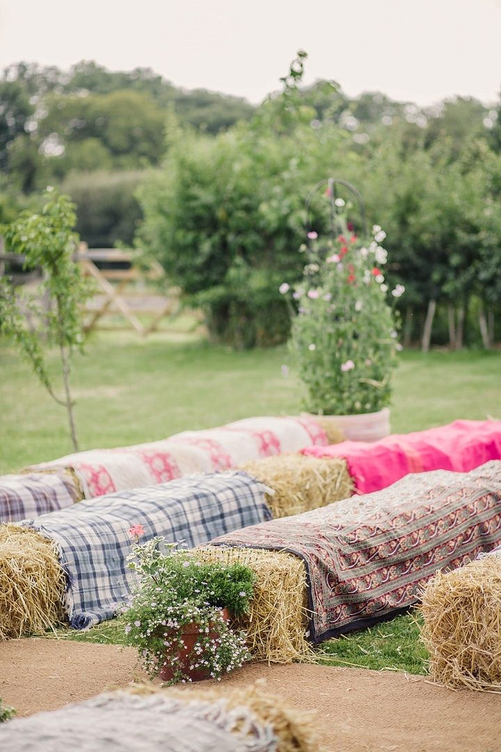 Unique wedding reception ideas on a budget – Hay bales as seating for the outdoor wedding ceremony