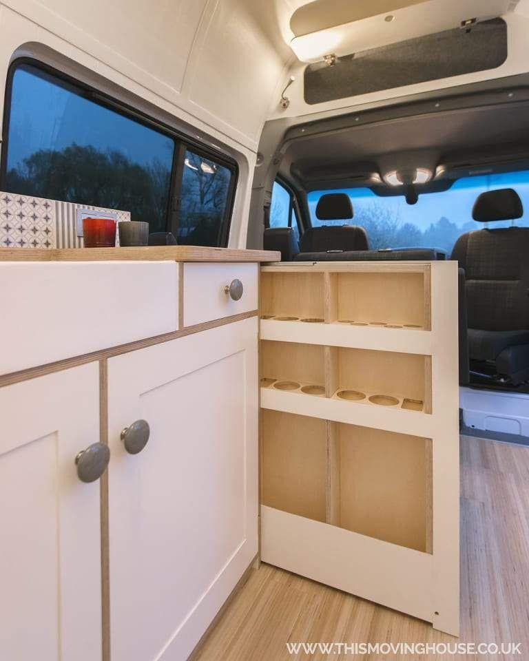 Ausziehbarer Schrank Fur Glaser Im Wohnmobil Camping Ausbau Vanconversion Camperconversion Camper Wohnmobil Wohnmobil Mieten Wohnmobil Campervan Innen