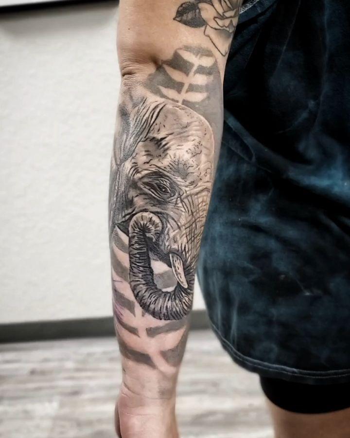 Glad to be back 🍾🍾🍾🍾 #tattoos #tattoo #ink #inked #tattooartist #tattooed #art #tattooart #tattoolife #tattoostyle #tattooer #love #blackandgreytattoo #girlswithtattoos #tattooideas #blackwork #inkedgirls #tattoodesign #realismtattoo #portland #portlandtattoo #blackandgrey #wildlifetattoo