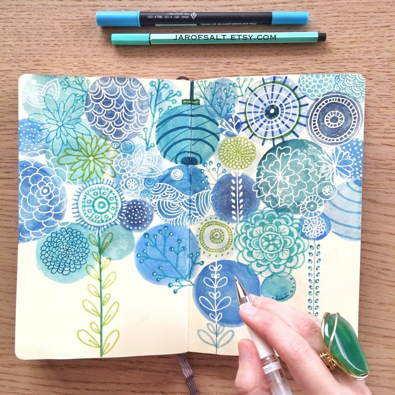 I love the simpleness of this journal page and the tiny details.