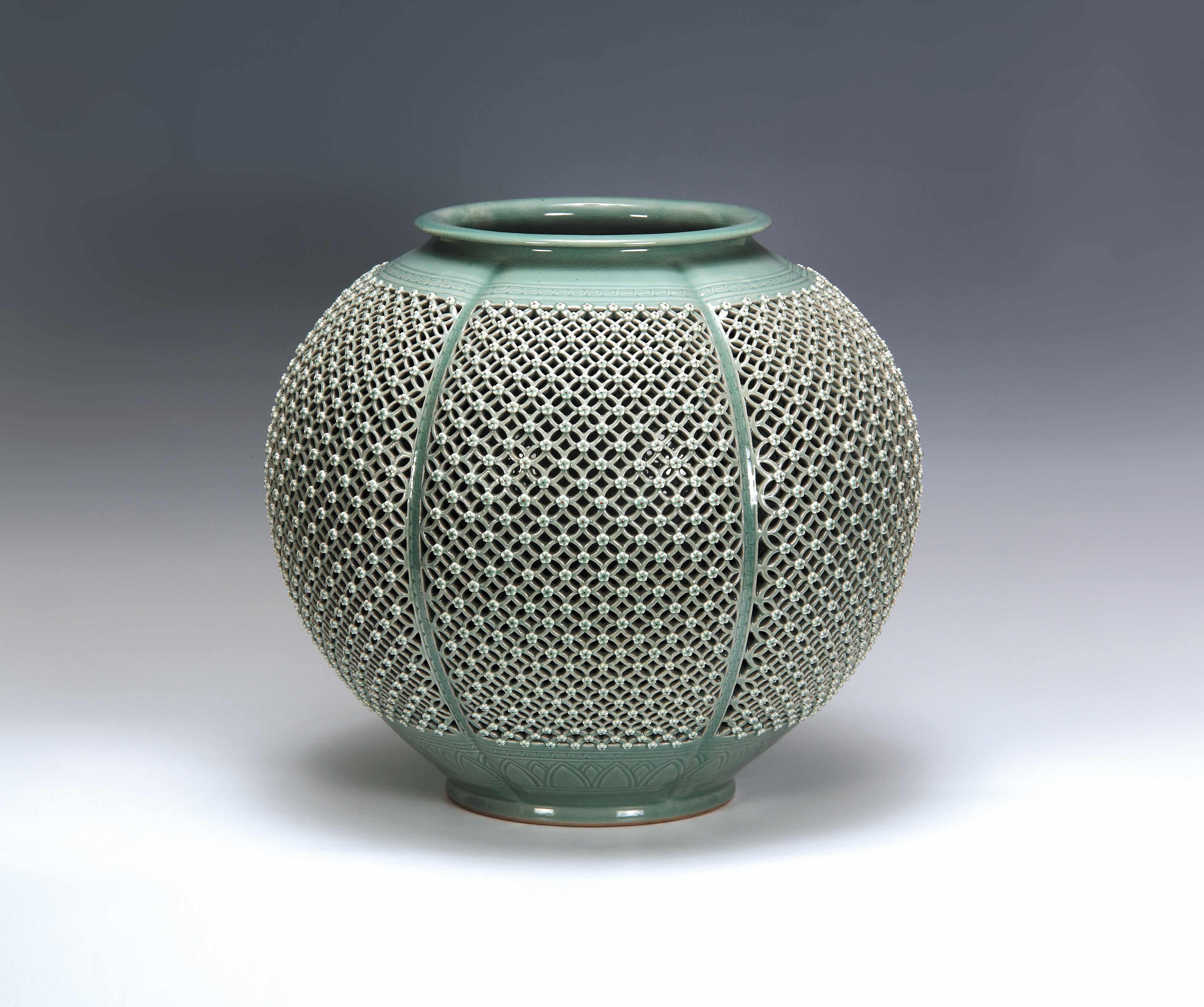Celadon Wine Pot History of Korean Ceramics The Three Kingdoms of Korea (57 BC AD), namely Silla, Goguryeo, and Baekie, provided the beginning of Korean ceramic.