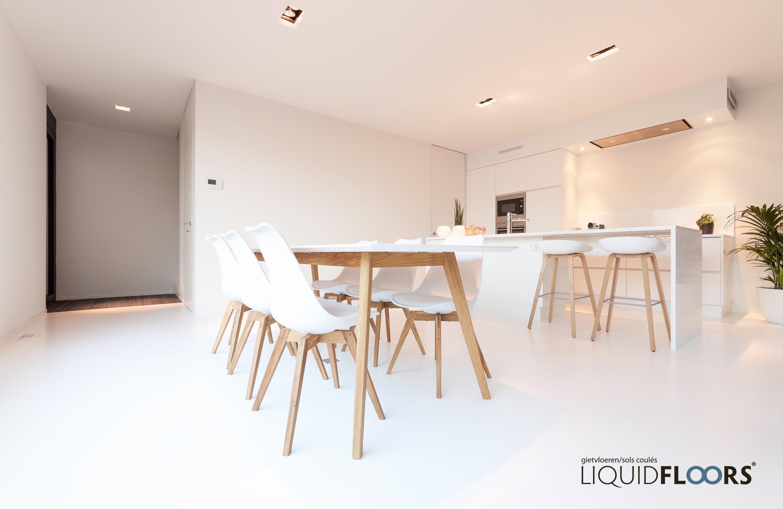 Keuken Gietvloer Witte : Een strak interieur met een strakke gietvloer u woonhome