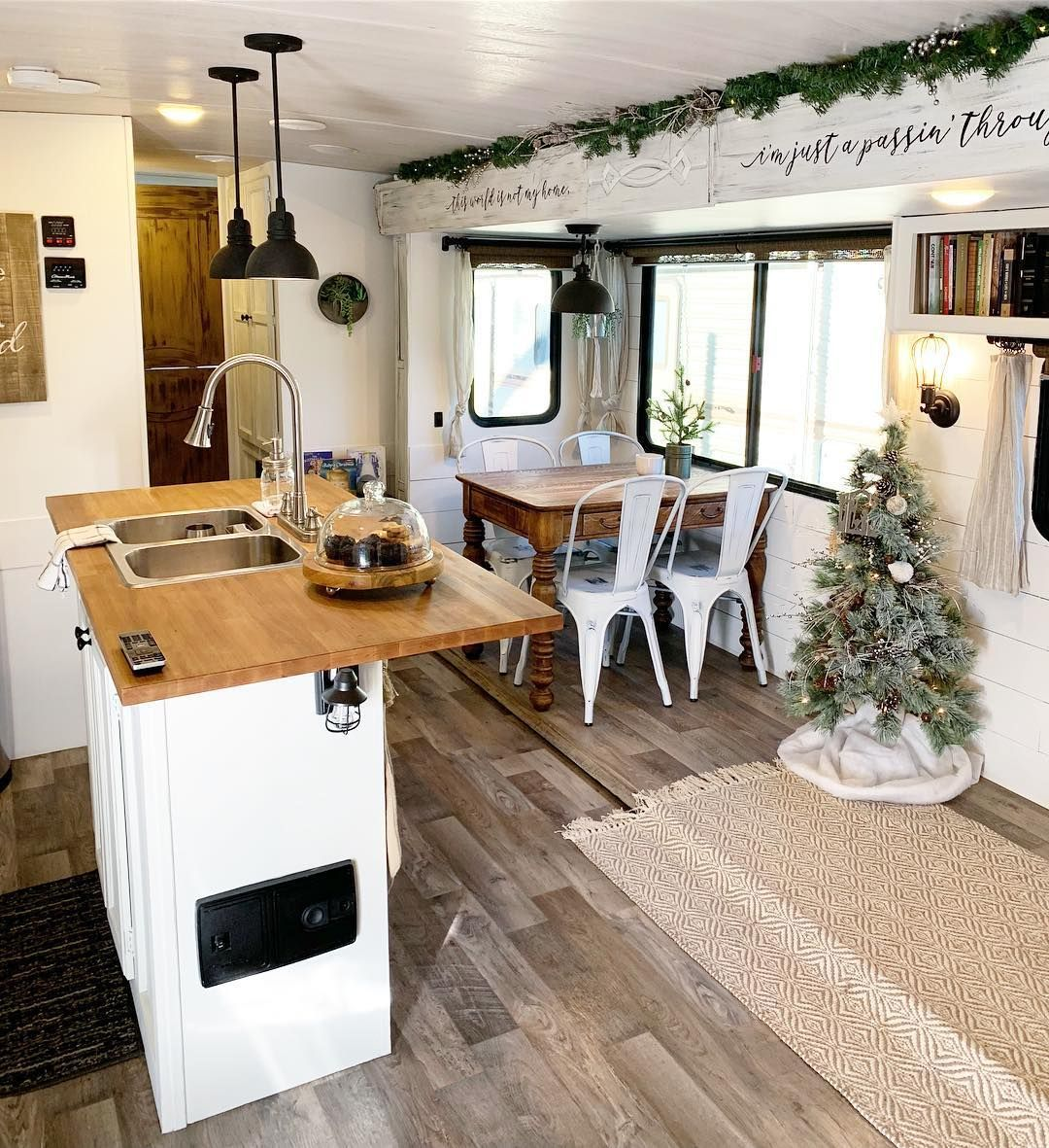 24 Campers amp Motorhomes All Decked Out for Christmas   RV Inspiration