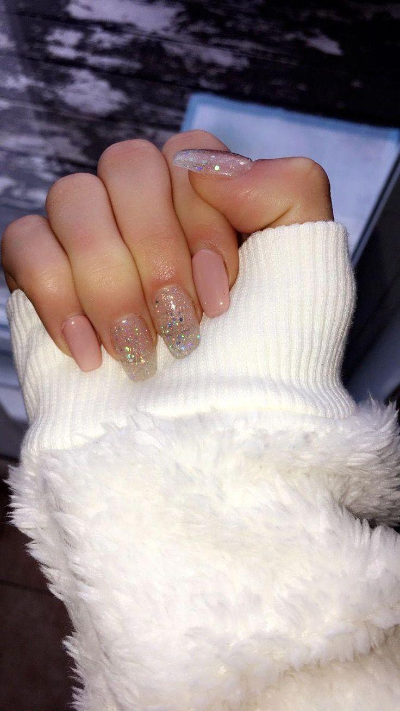 Wow holiday nail polish designs I love! #acrylicchristmasnails