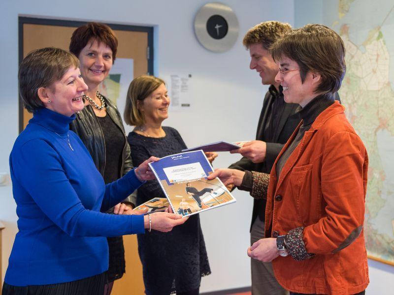 Medemblik - Drie gemeenten in Noord-Holland Noord werkten afgelopen jaar aan het creëren van netwerken om ouderen en mensen met een chronische aandoening meer in beweging te brengen. De lessen en ...