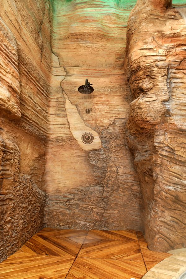 In Fels geschlagen eine Nische - passend für eine schicke Dusche - sichtschutz fur dusche