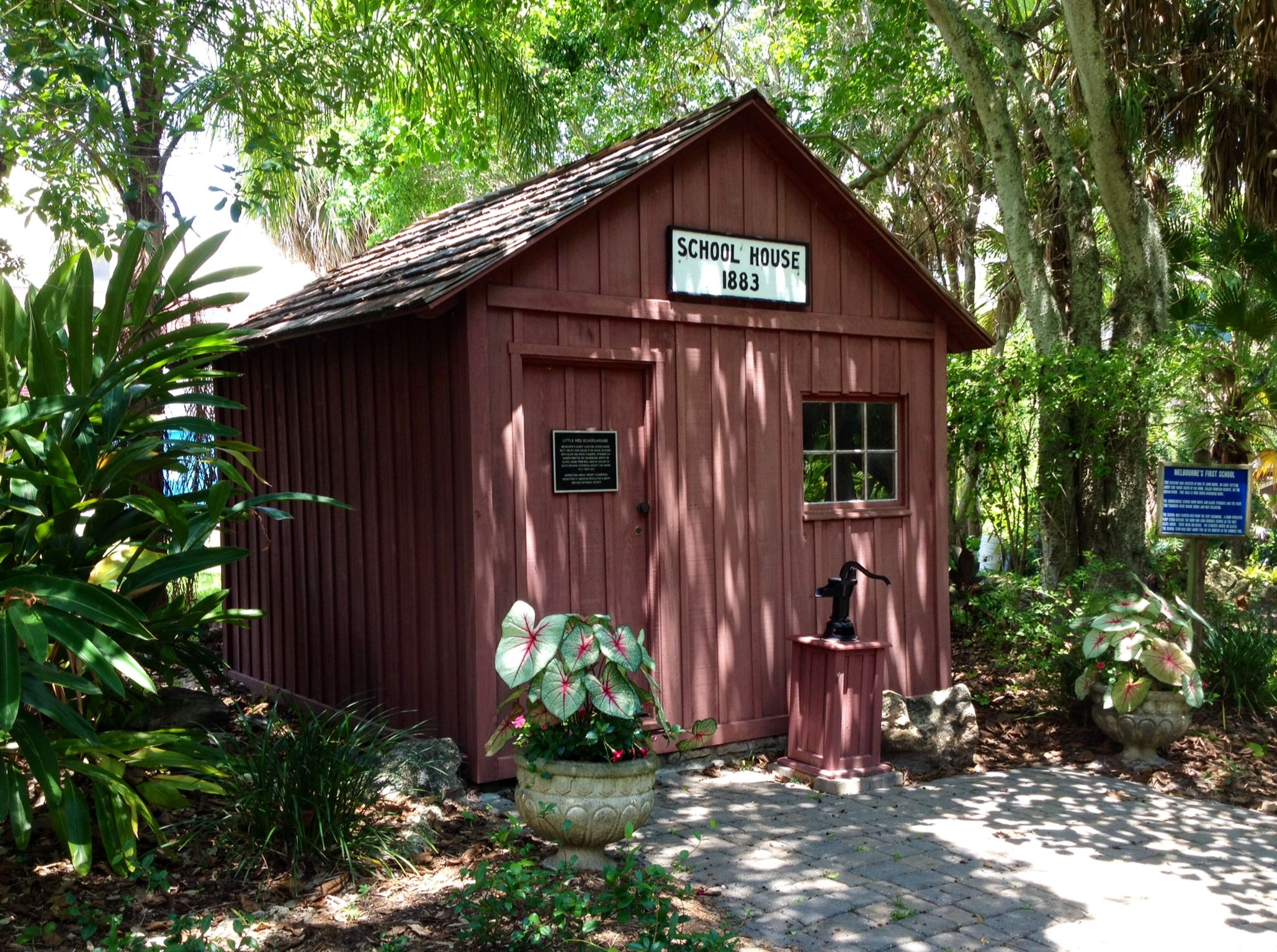 School House Florida botanical gardens, Botanical