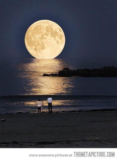 increíble luna en Grecia..