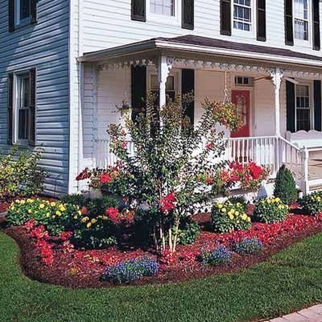 Gorgeous Farmhouse Landscaping Front Yard Ideas 33