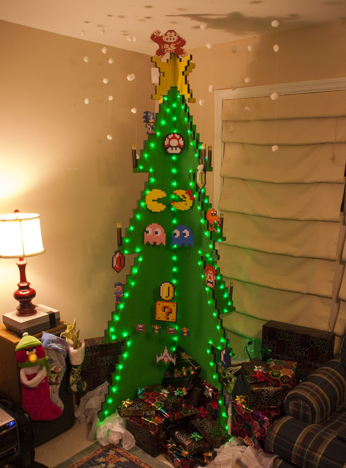 Make I Spy With Knick Knack Tree They Have To Find All The Items In One Minute Creative Christmas Trees Geek Christmas Diy Christmas Tree