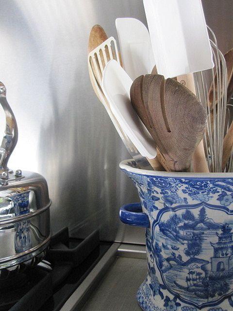 Floreros para utensillos. Kitchen details.