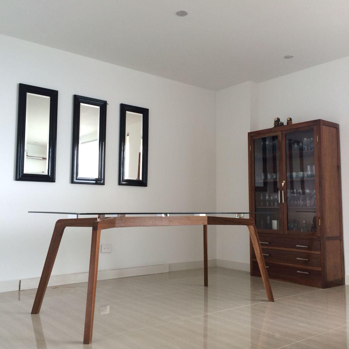 Mesa de comedor en sapan y vidrio un diseño moderno ideal para ...