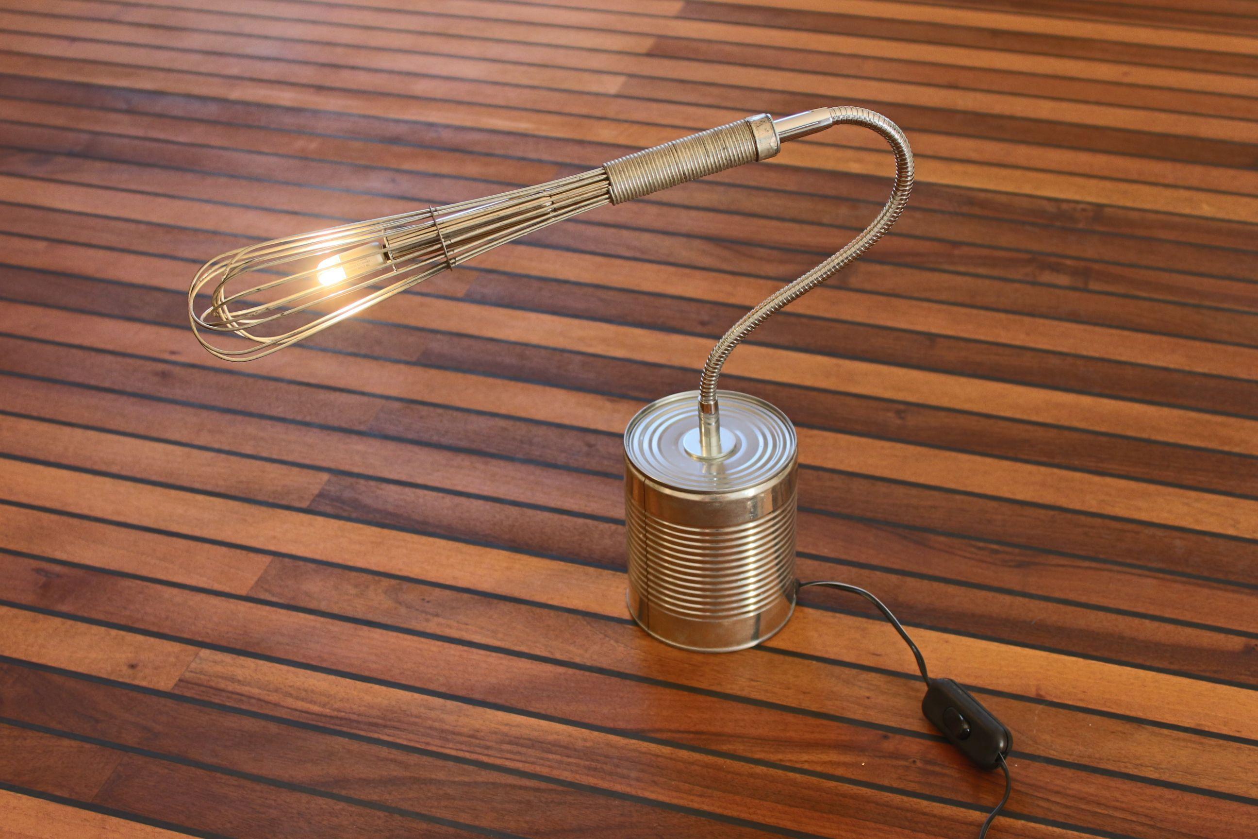 schneebesen umgebaud in upcyling lampe diy basteltipp upcycling lampen und leuchten selber. Black Bedroom Furniture Sets. Home Design Ideas