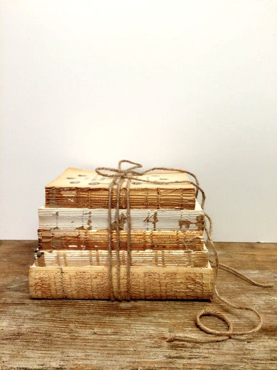 Libros con encaje, Shabby libros, boda rústica, libros descubiertas, centro de mesa Vintage, boda rústica, decoración del libro, libro paquete, despedida de soltera