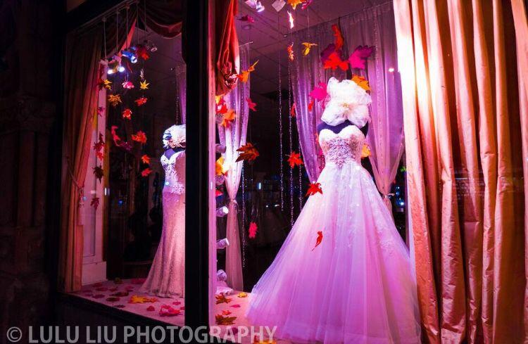 Wonderful weddinng dress with pink background. Looks like a dream.