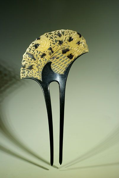 Japanese Art Deco comb. Taisho Era (1912-1926).  The Creative Museum