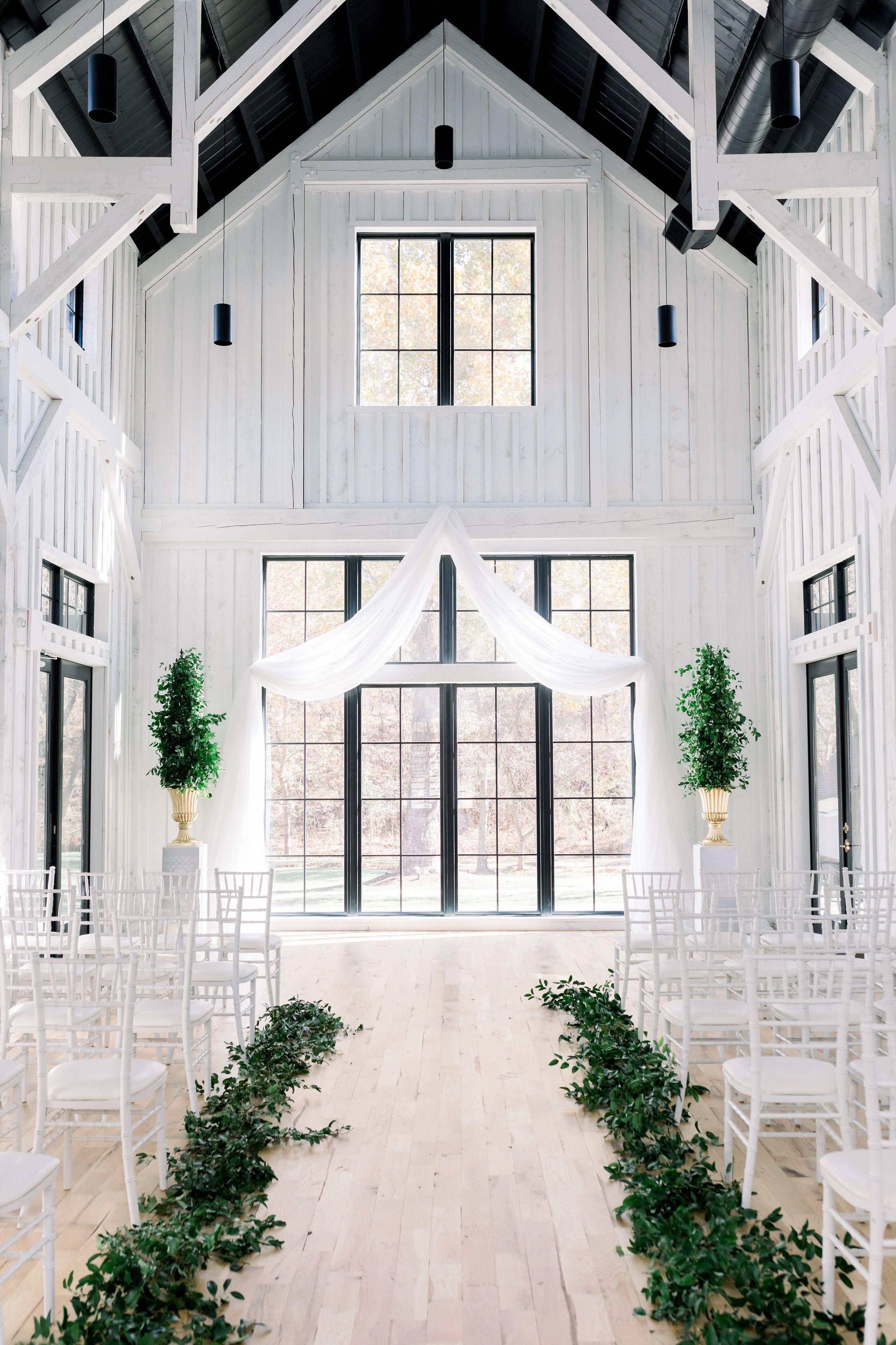 The Black Barn At Spain Ranch Brides Of Oklahoma Black Barn Modern Wedding Venue Outdoor Wedding Venues