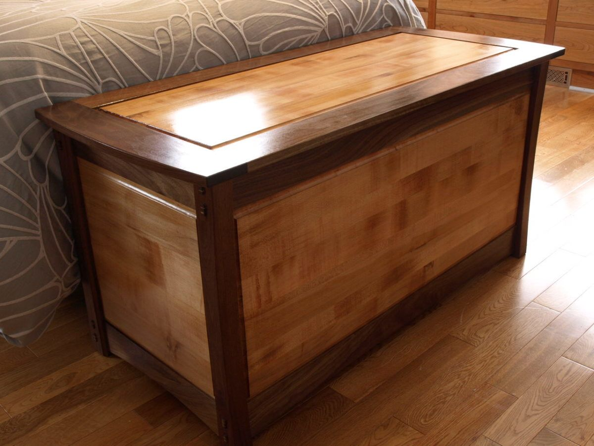 Wood Blanket Box Maple And Walnut Blanket Box Finewoodworking Cofre In 2019