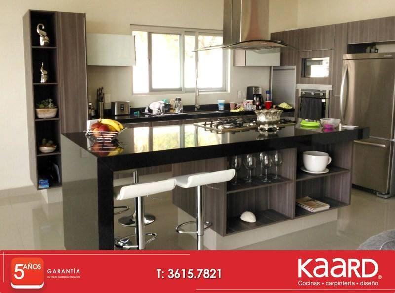 Cocina moderna con granito en cubiertas espacios - Cocinas isla modernas ...
