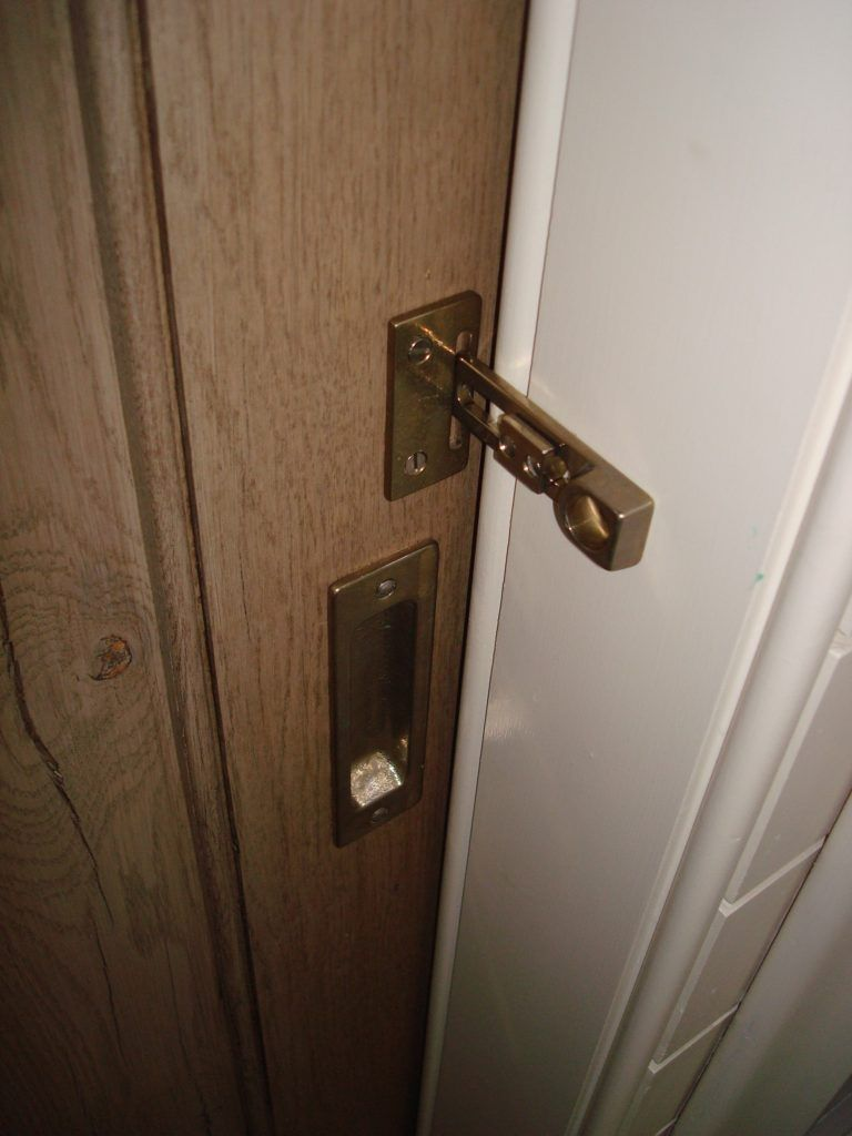 Barn door for bathroom lock http bukuwebnet for How to fix a bathroom door lock