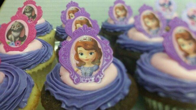 Princess birthday party cupcakes.