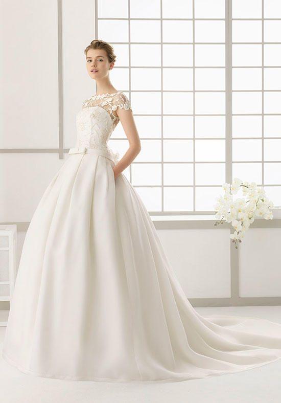 Lovely Rosa Clará DALLAS Wedding Dress Photo