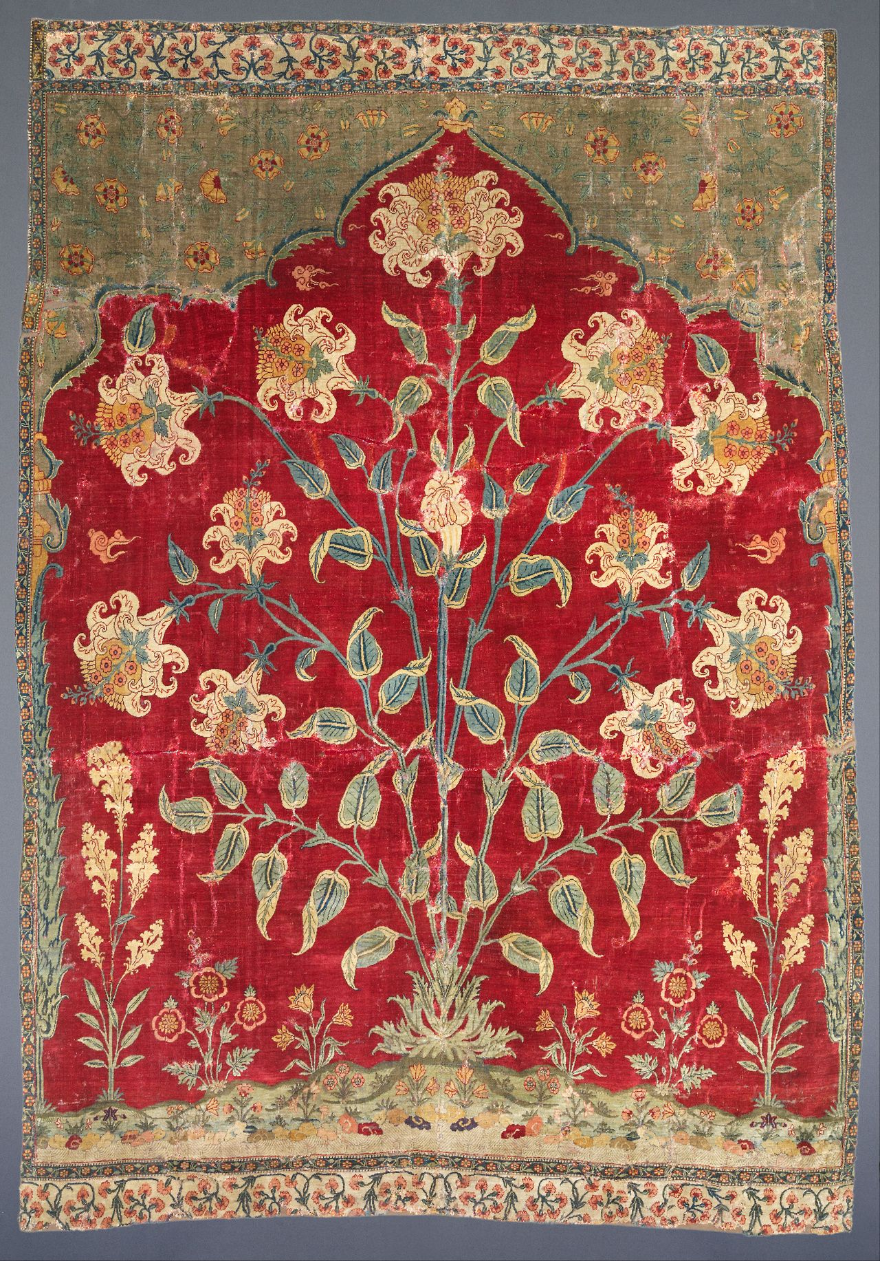 Fragment of a Saf carpet (1600-1650) The Museum of Islamic Art, Qatar