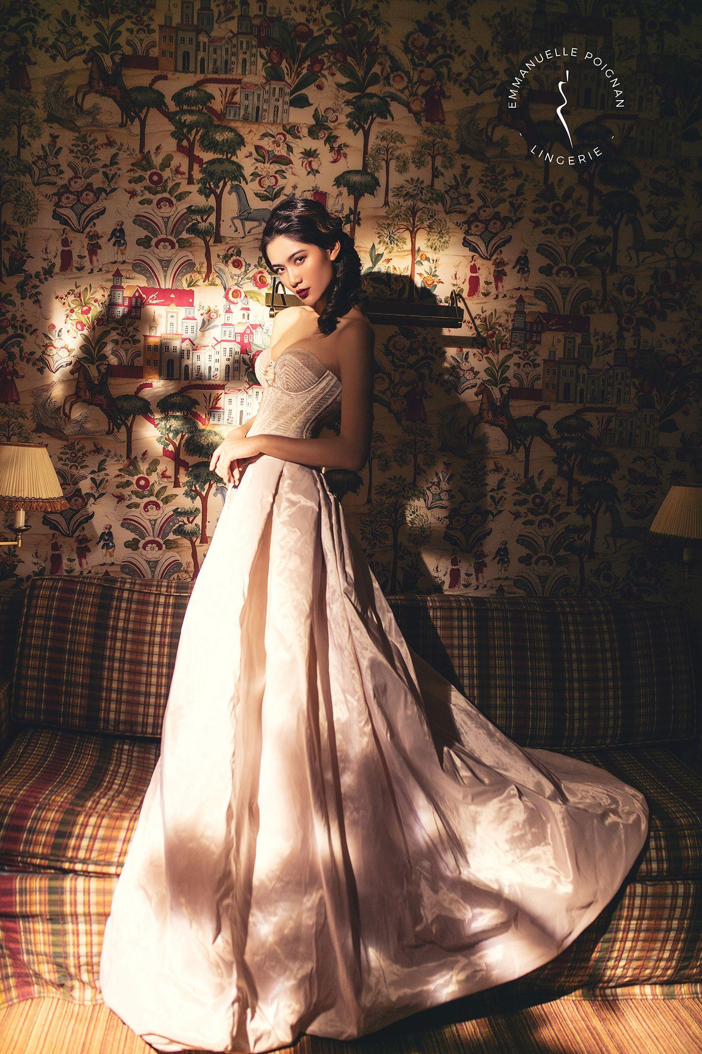 22a43d7b1adf5 Guêpière en dentelle et satin ivoire - Collection Couture la Belle ...