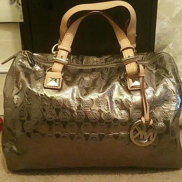 Spotted while shopping on Poshmark: Michael kors bag