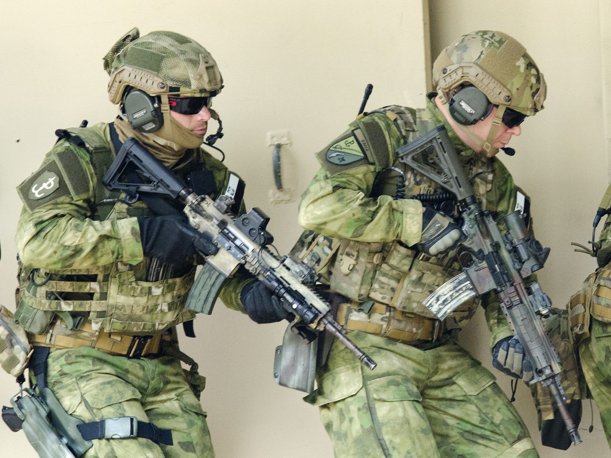 Military special forces gear - Polish Sof Maneuvering During A Capabilities Exercise With U Special Forces Soldiers On Fort Bragg N