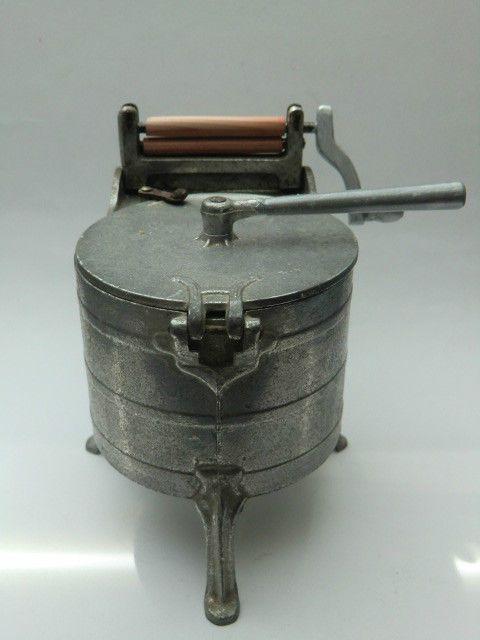 Alte Waschmaschine mit integrierter Mangel Guß/Holz für