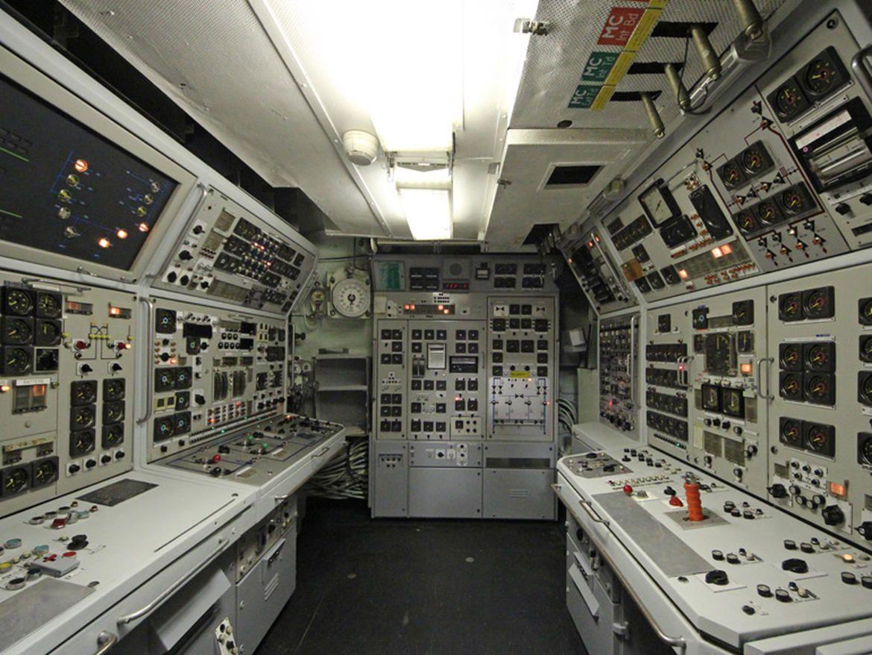 A Tour Of The Ballistic Missile Submarine Redoutable Photos Nuclear Submarine Submarines Spaceship Interior