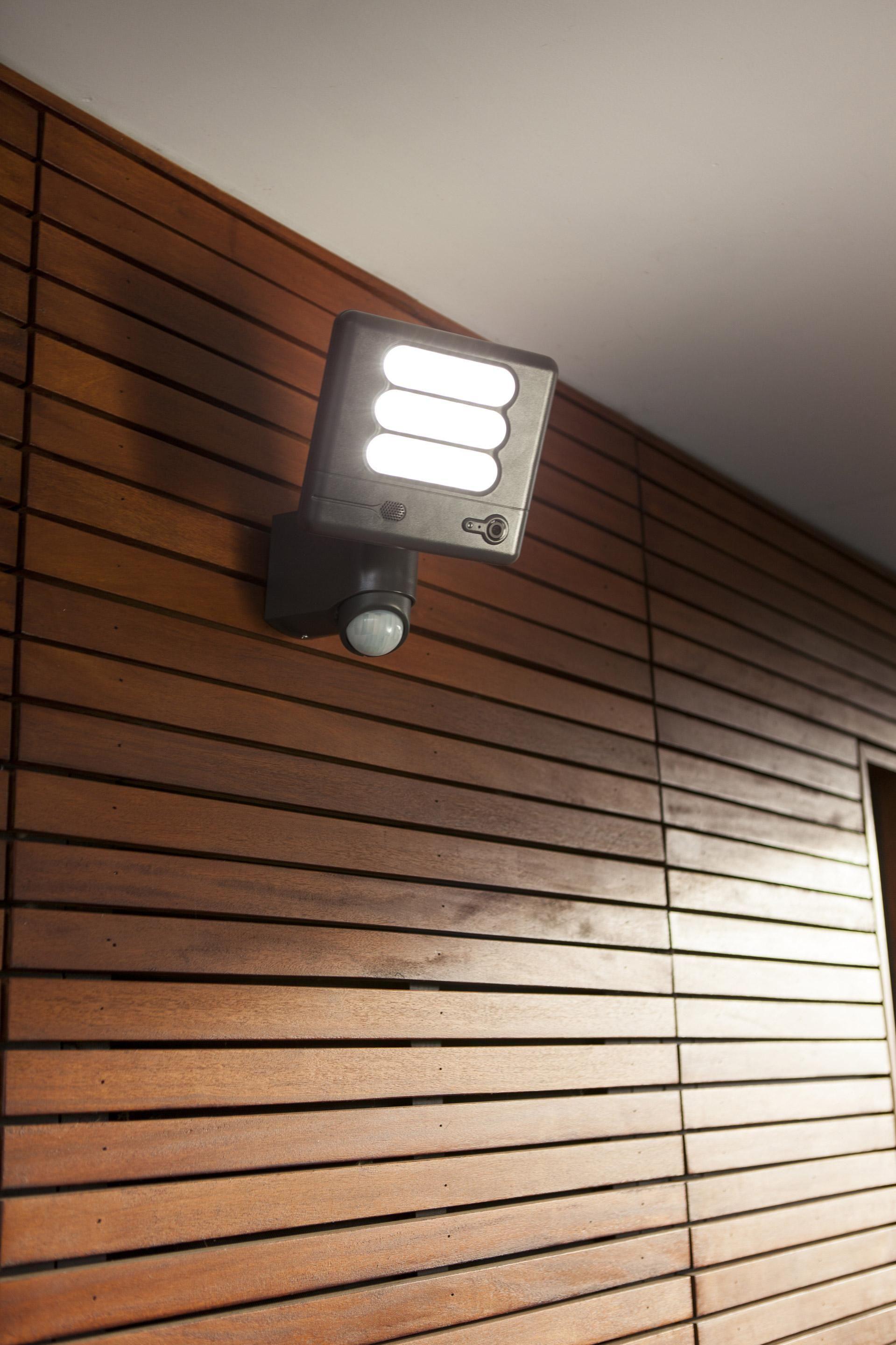 Projecteur A Fixer A Detection Exterieur Led Integree 1530 Lm Noir Esa Lutec Projecteur Led Et Eclairage De Securite
