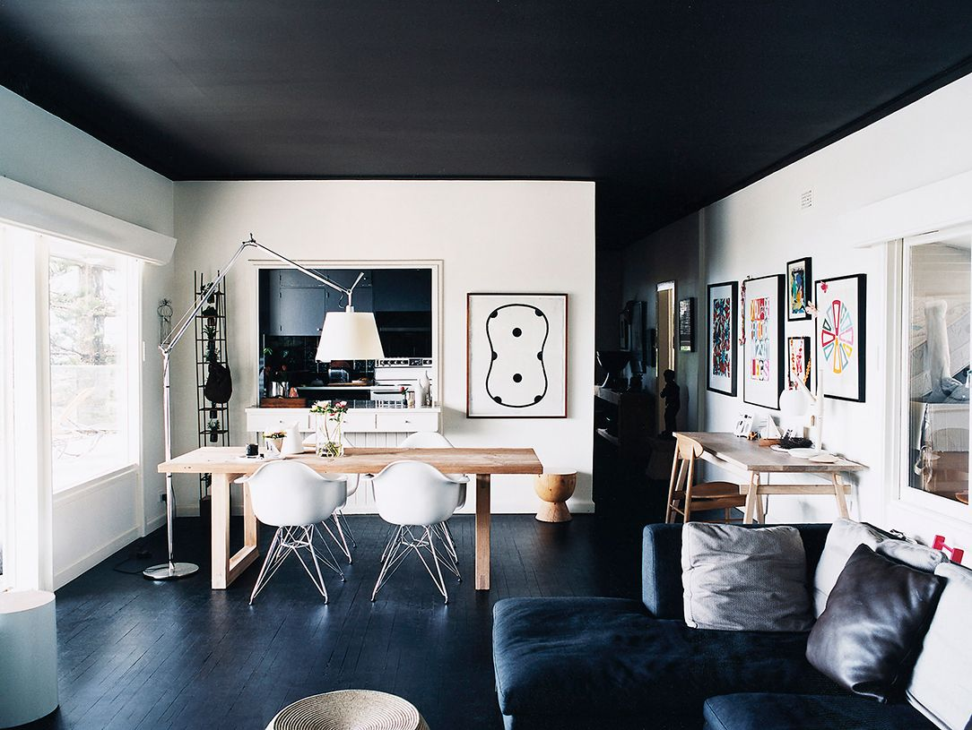 Forget Accent Walls Statement Ceilings Are The New Hot Trend Black Ceiling House Interior Interior Design