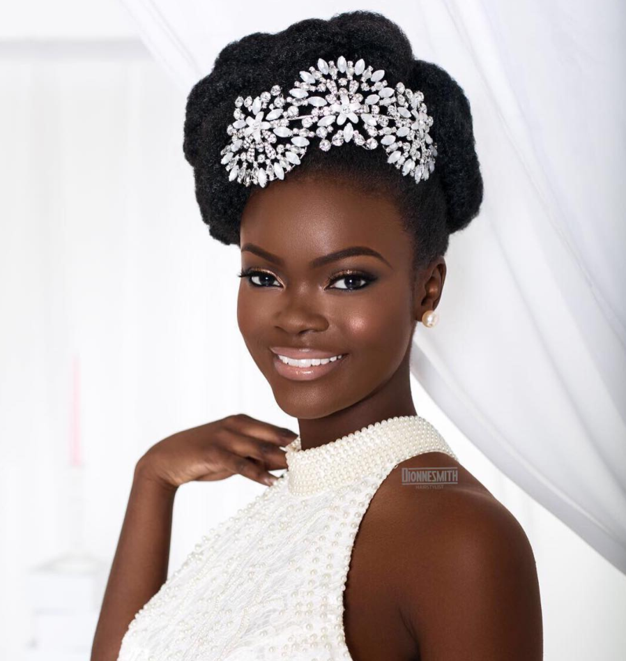 6 Easy And Weatherproof Ways To Style Textured Hair For A Beach Wedding Natural Hair Bride Natural Wedding Hairstyles Natural Hair Wedding