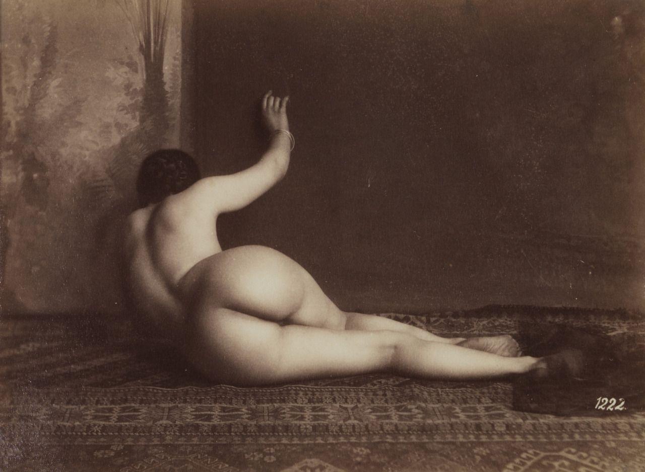 Nude pose vintage — img 8