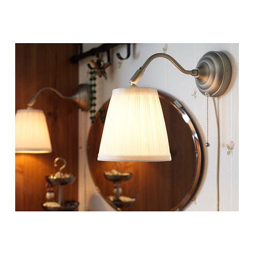 ÅRSTID Nástenná lampa IKEA Nastaviteľné tienidlo pre ľahké nasmerovanie svetla. Odtieň textílie; dodá rozptýlené a dekoratívne osvetlenie.