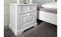 Nachtkommode Cinderella Premium Möbel aus weiß lackiertem Kiefernholz im Landhausstil. Kaufen Sie jetzt online bei ✔  moebel-akut.de