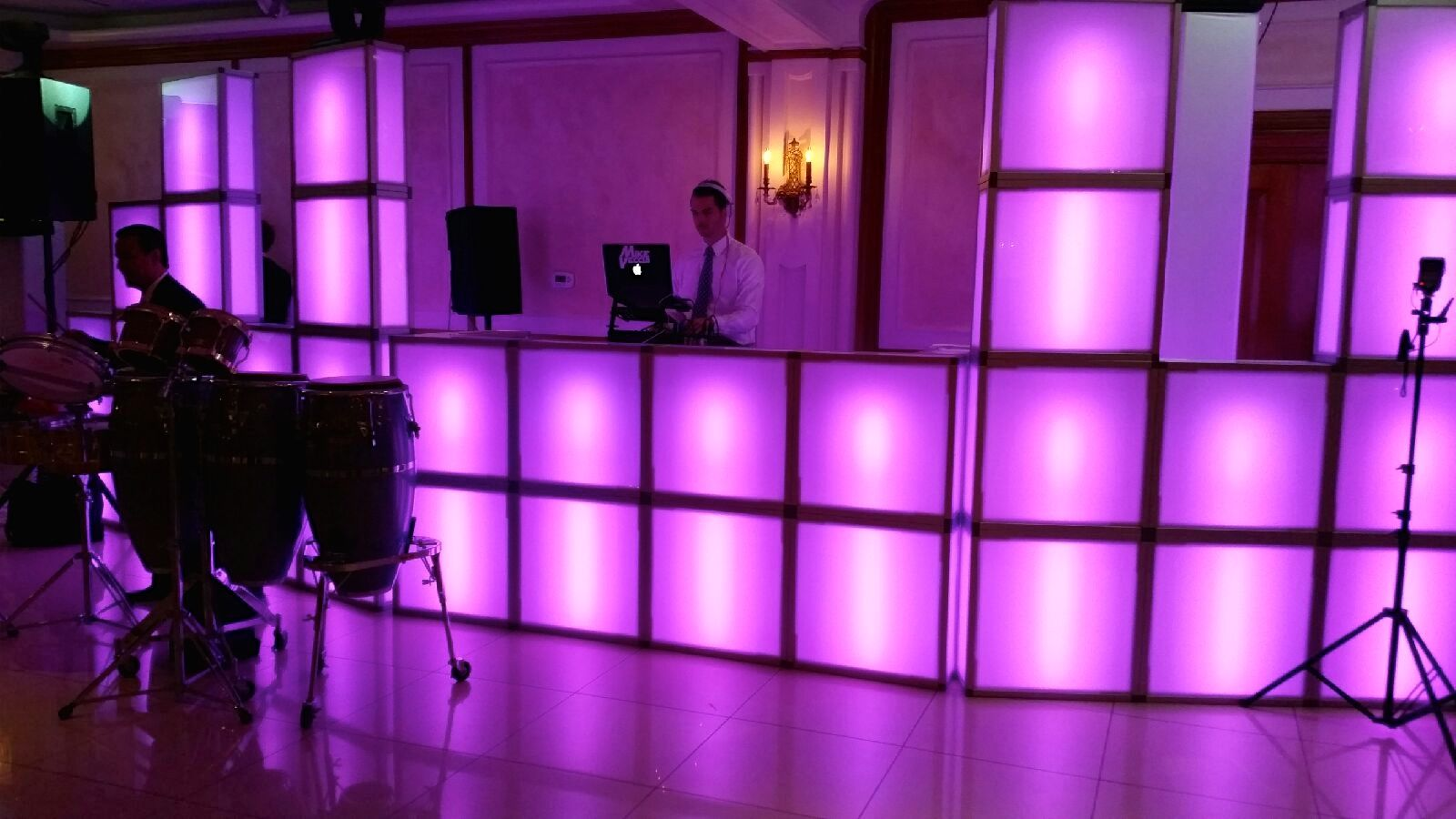 LED LIGHTED DJ BOOTH FULL WALL...COLOR CHANGING | AMAZING DJ ...