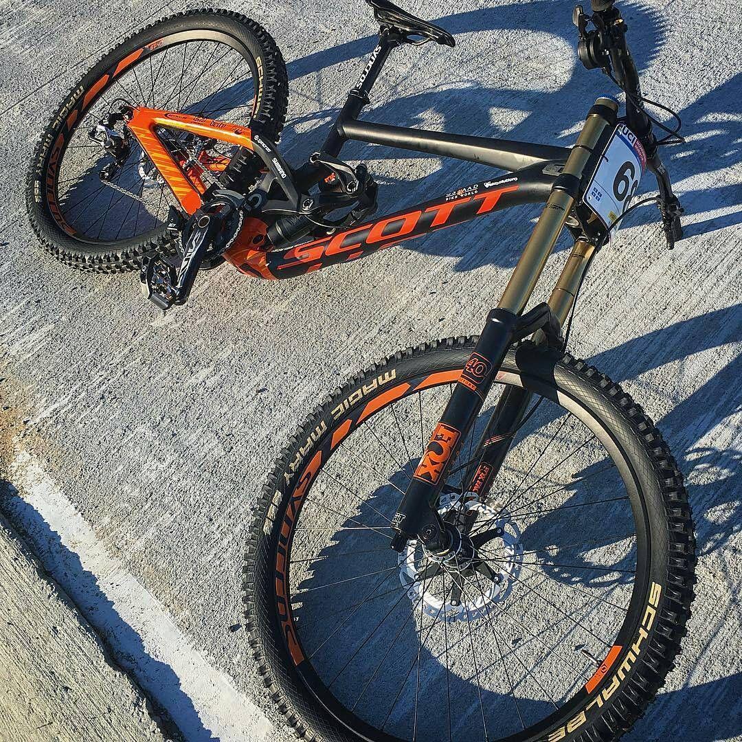 . Bike : Scott Gambler -Fox 40 Float Fork -Fox x2 Float Rear Shock